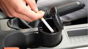 ¿Cómo quitar el olor de cigarrillo del auto?